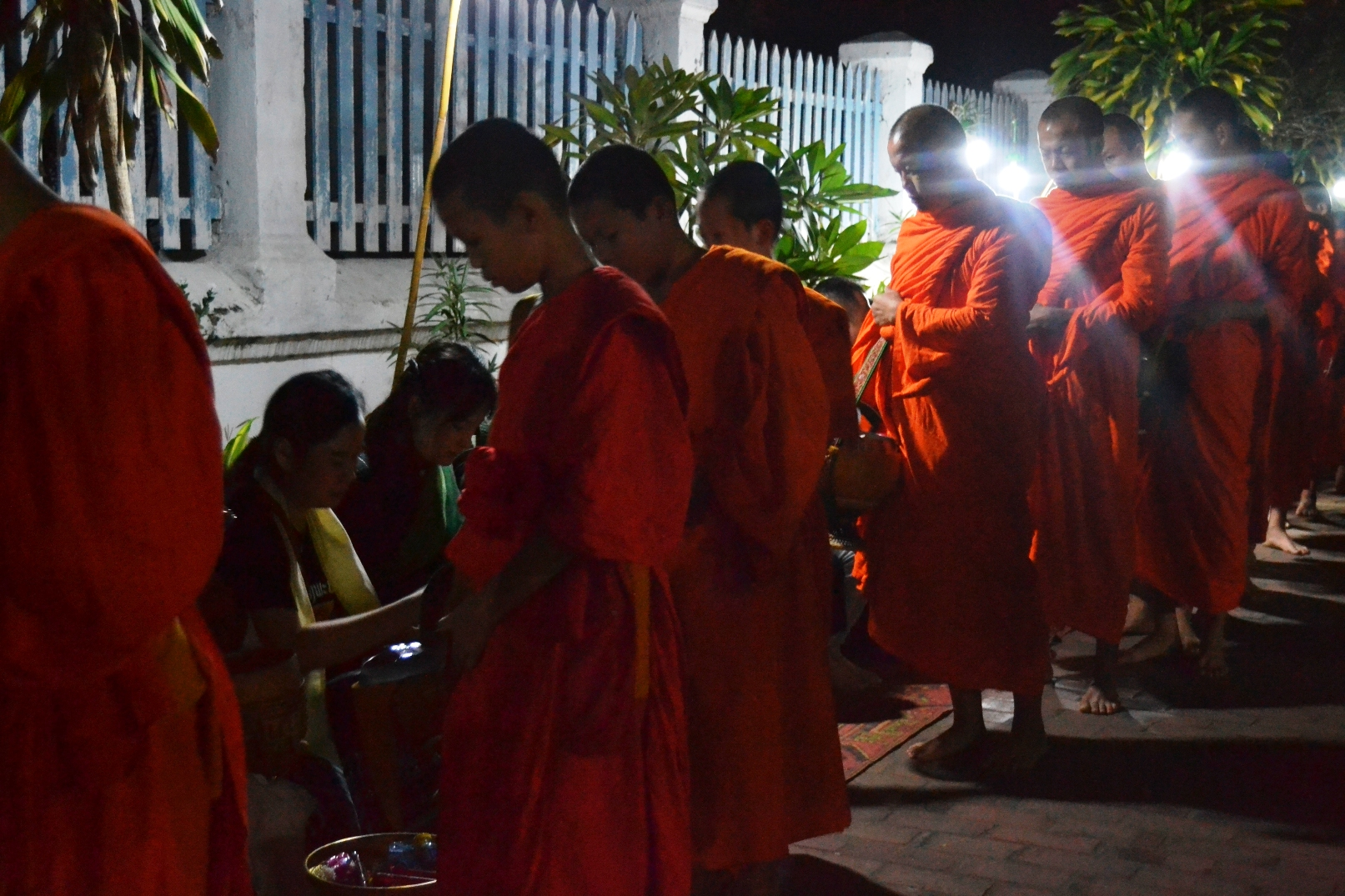 2019-12-laos-luang-alms-giving-1