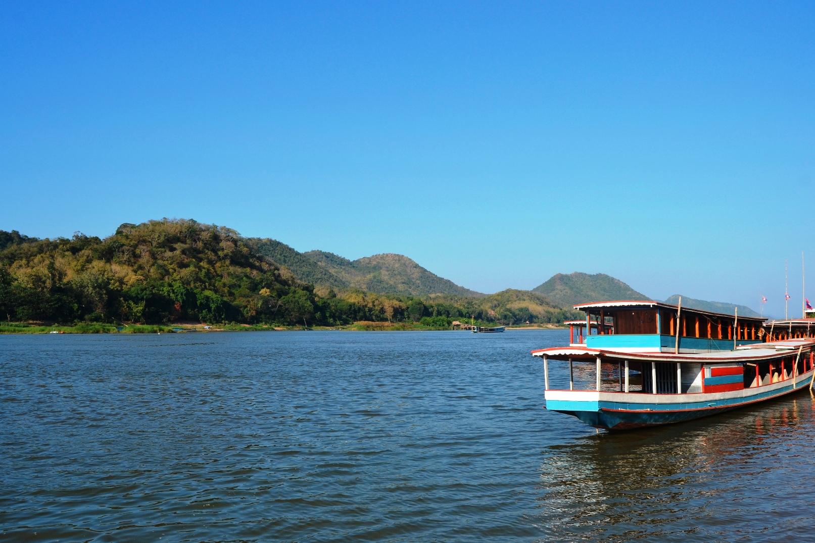 2019-12-laos-luang-prabang-chomphet-1-cruzando