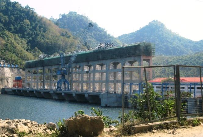2019-12-laos-nong-khiaw-presa-china