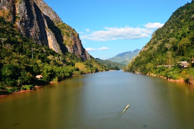 2019-12-laos-nong-khiaw-pueblo-puente-4-vistas-nam-ou