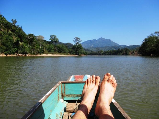 2019-12-laos-nong-khiaw-ruta-rio-nam-ou-02-barca