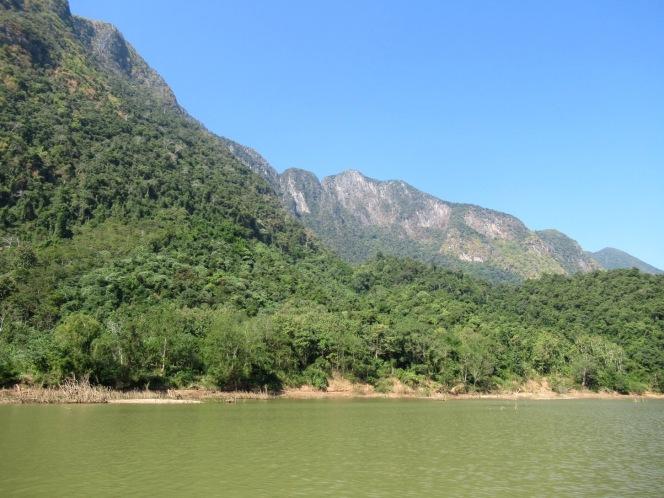 2019-12-laos-nong-khiaw-ruta-rio-nam-ou-06-barca