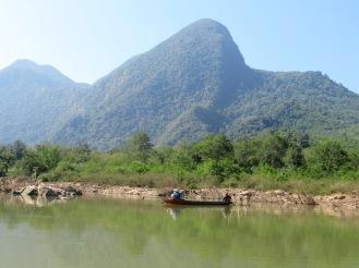 2019-12-laos-nong-khiaw-ruta-rio-nam-ou-07-barca