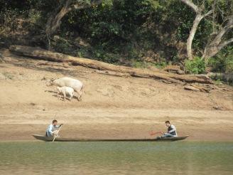 2019-12-laos-nong-khiaw-ruta-rio-nam-ou-09-barca