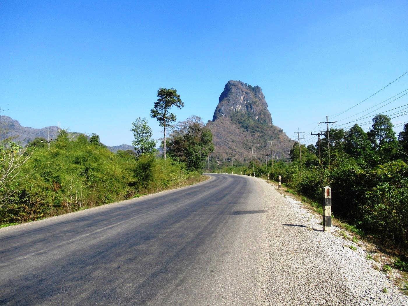 2019-12-laos-thakhek-loop-dia-1-12-carretera