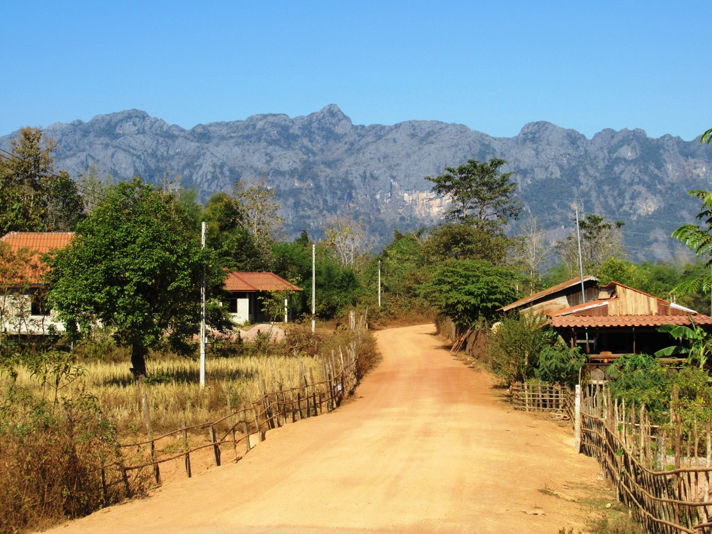 2019-12-laos-thakhek-loop-dia-2-19-carretera