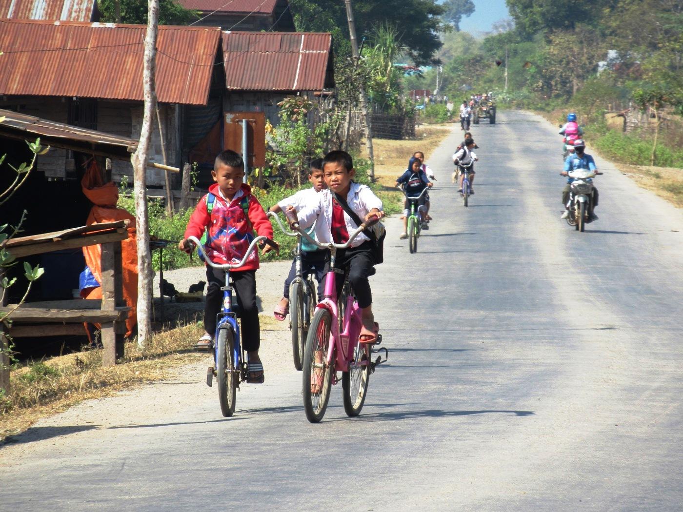2019-12-laos-thakhek-loop-dia-4-09-carretera
