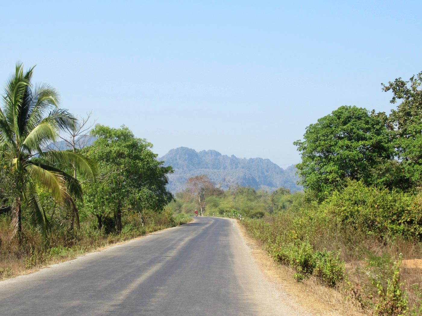 2019-12-laos-thakhek-loop-dia-4-10-carretera