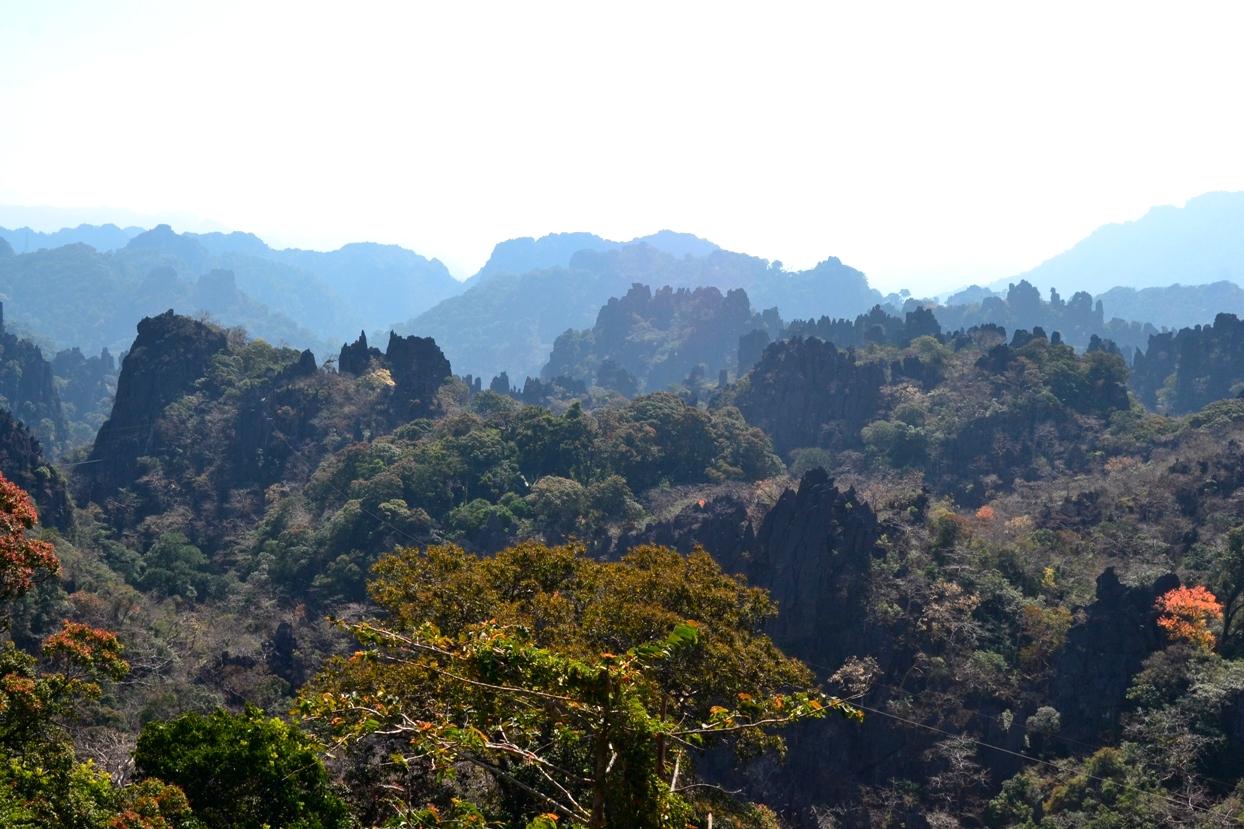 2019-12-laos-thakhek-loop-dia-4-14-limestone-viewpoint