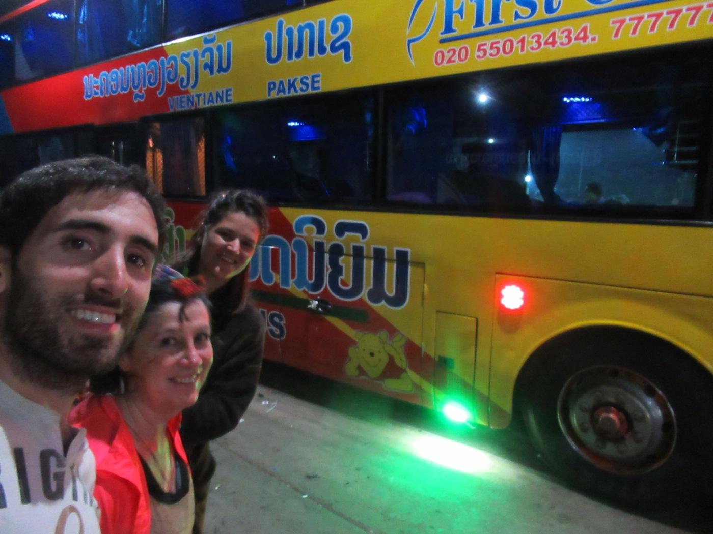 2019-12-laos-vientian-thakhek-bus-nocturno-1