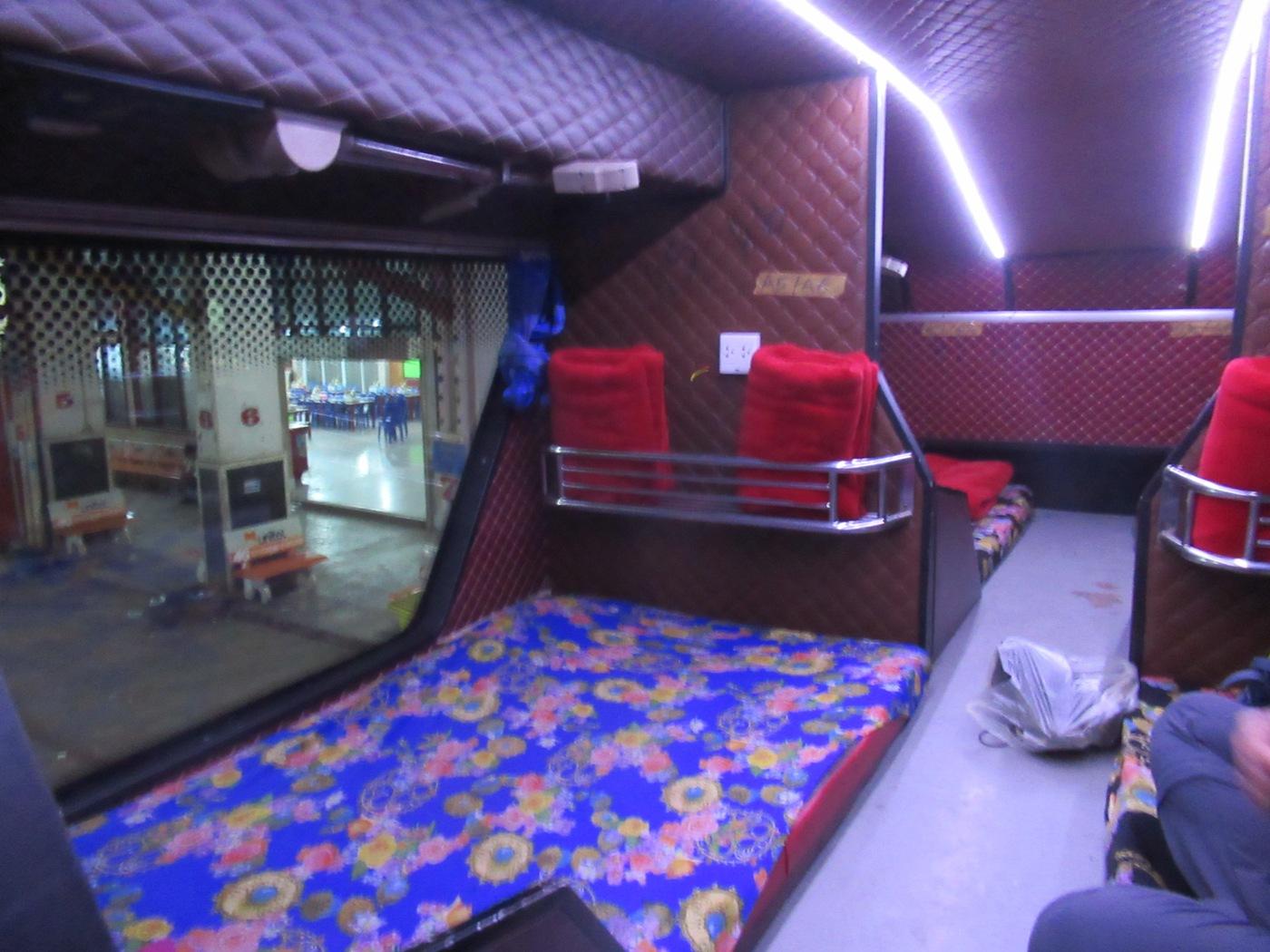 2019-12-laos-vientian-thakhek-bus-nocturno-2